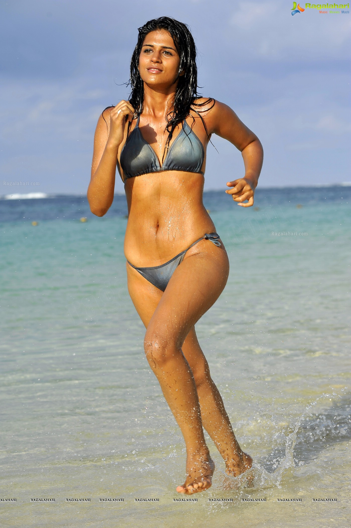 Nandita das im Bikini