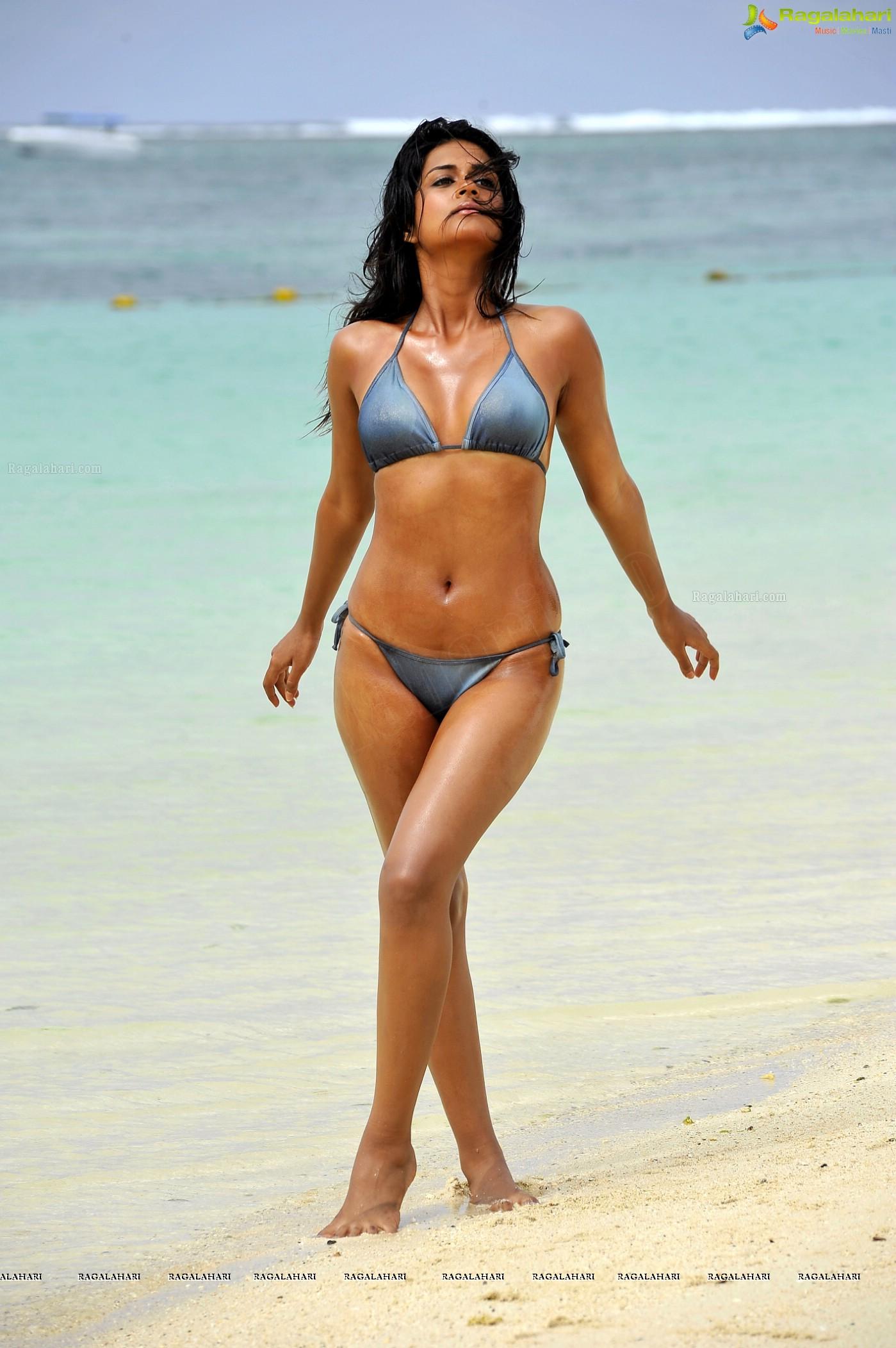 shraddha das bikini