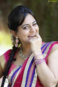 Aksha Hot in Saree