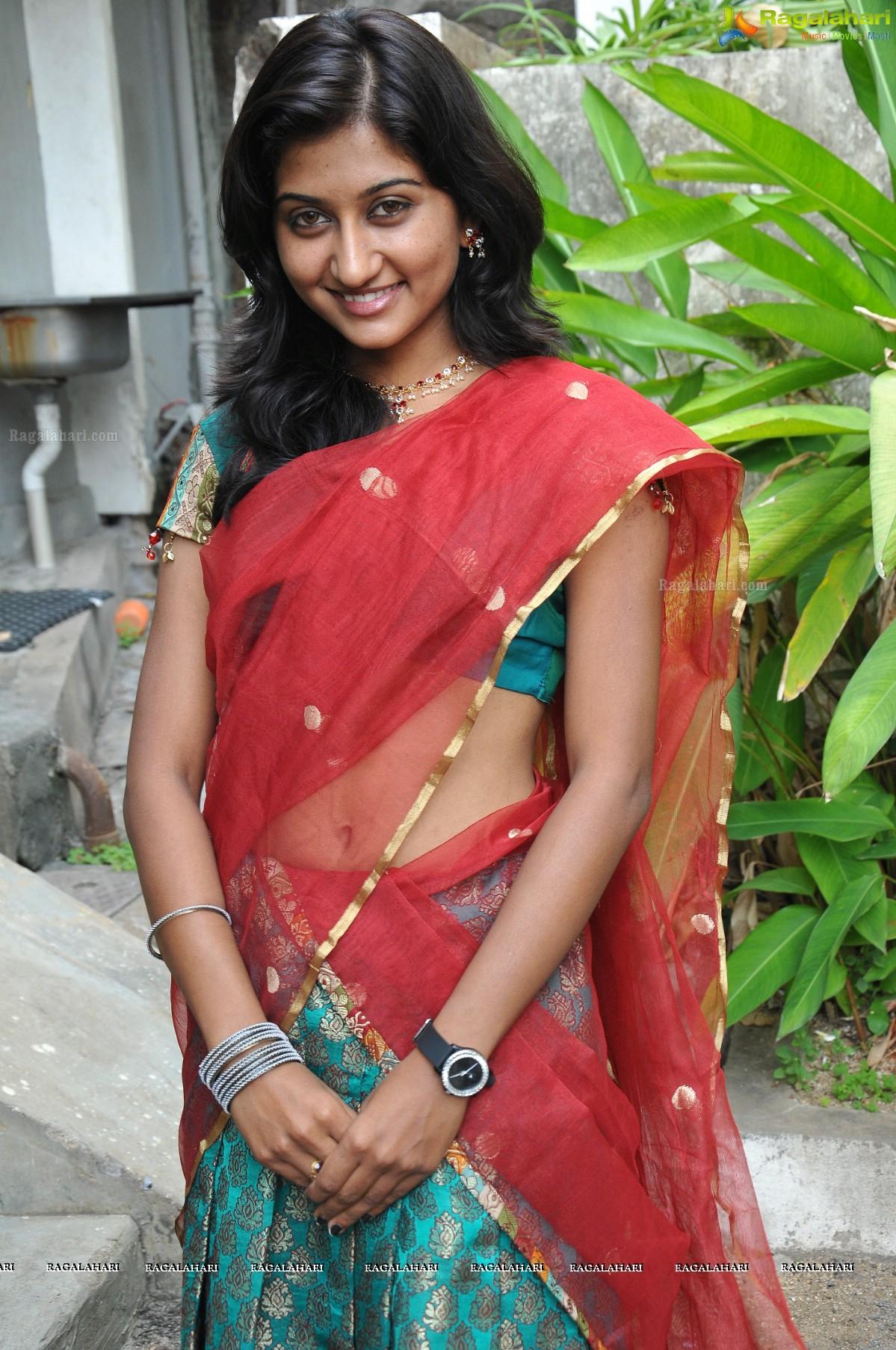 Indian Actress Pictures: Sri Vidya Hot actress hot saree hot navel hot ...