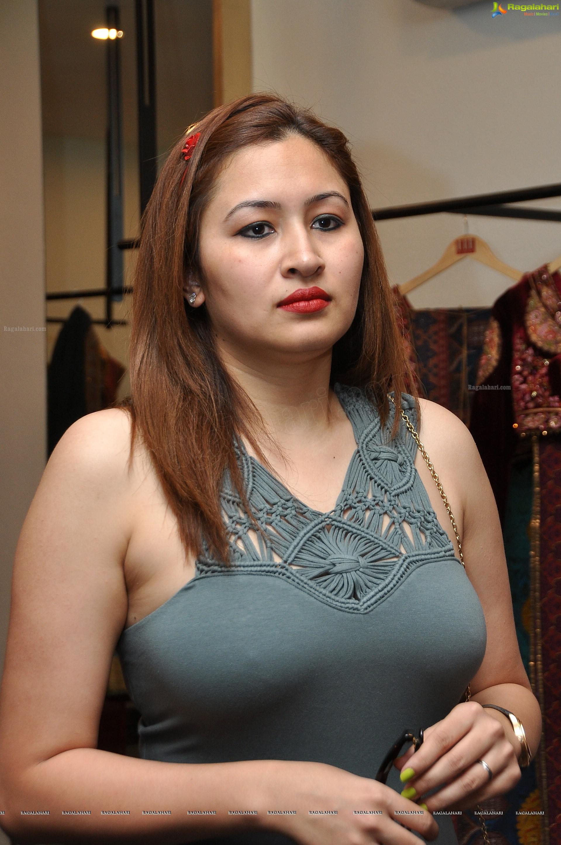 jwala gutta hot spicy stills in a very tight skinny dress. Black Bedroom Furniture Sets. Home Design Ideas
