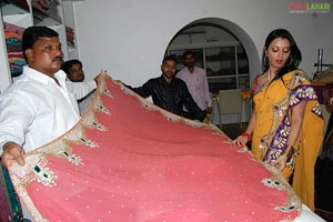Sidhie Mhambre Launches Ista Sakhi Kanjeevaram Showroom
