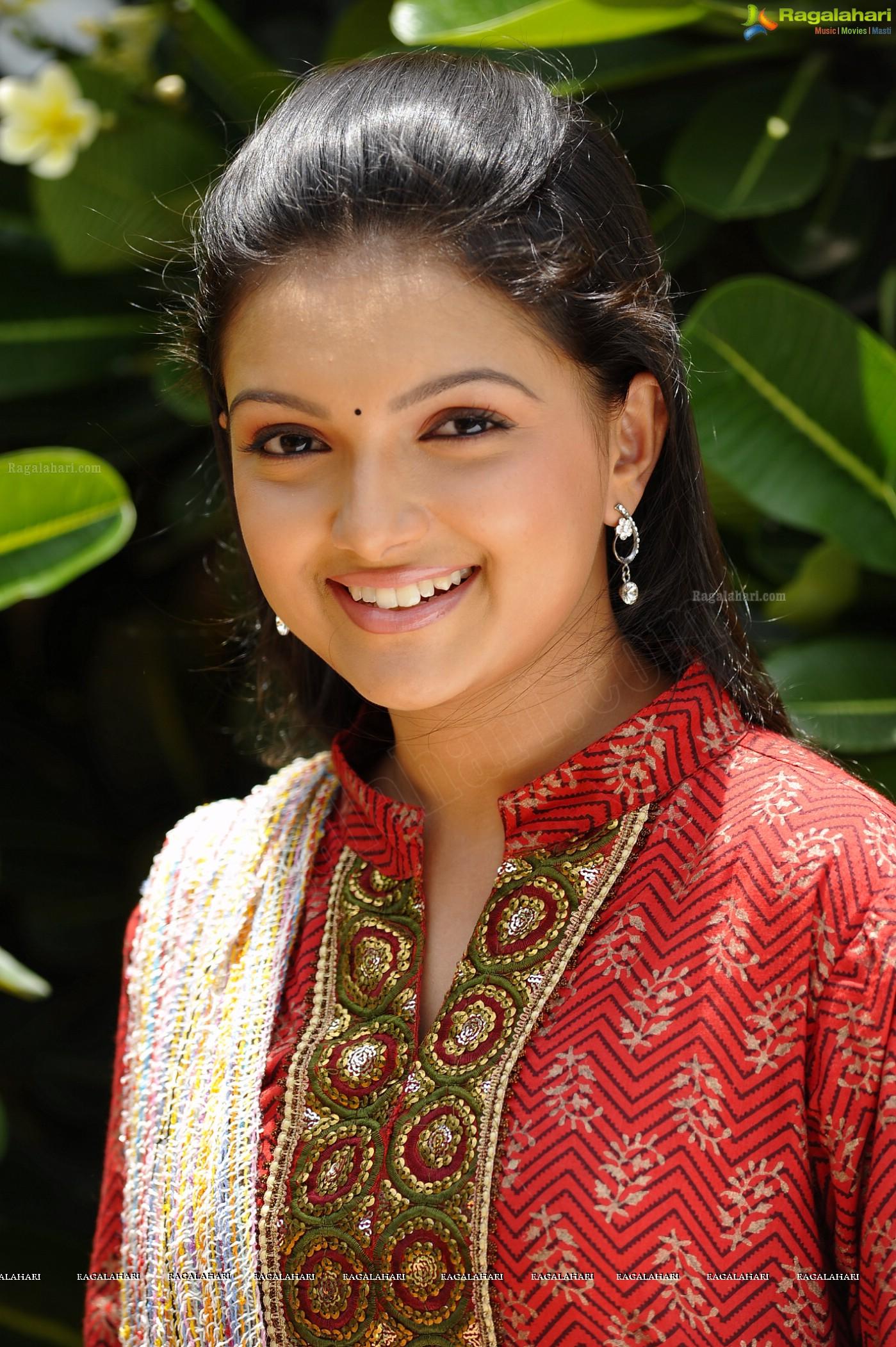 Watch Saranya Mohan video