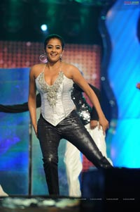 Priyamani Hot Stage Dance at Lux Sandal Cinemaa Awards 2011