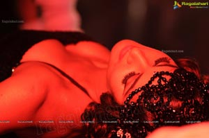 Daruvu Hot and Spicy Item Song Photos