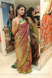 Nikitha Narayan in Sleeveless Saree Blouse
