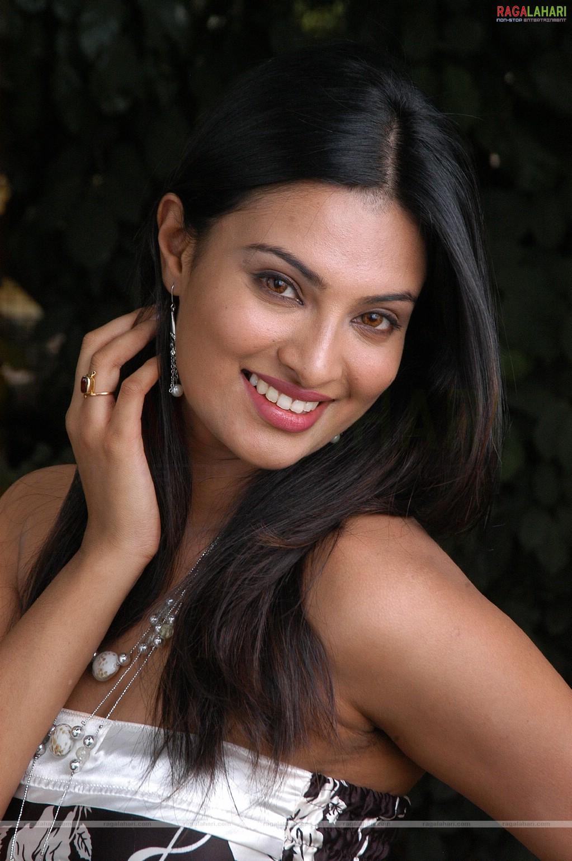 Sayali Bhagat Nude Photos 62