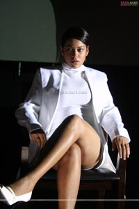 Mumaith Khan Spicy Stills from Target