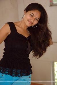 Suhasini at Tamasha Chuddam Randi Press Meet