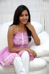 Priya Anand Photo Gallery