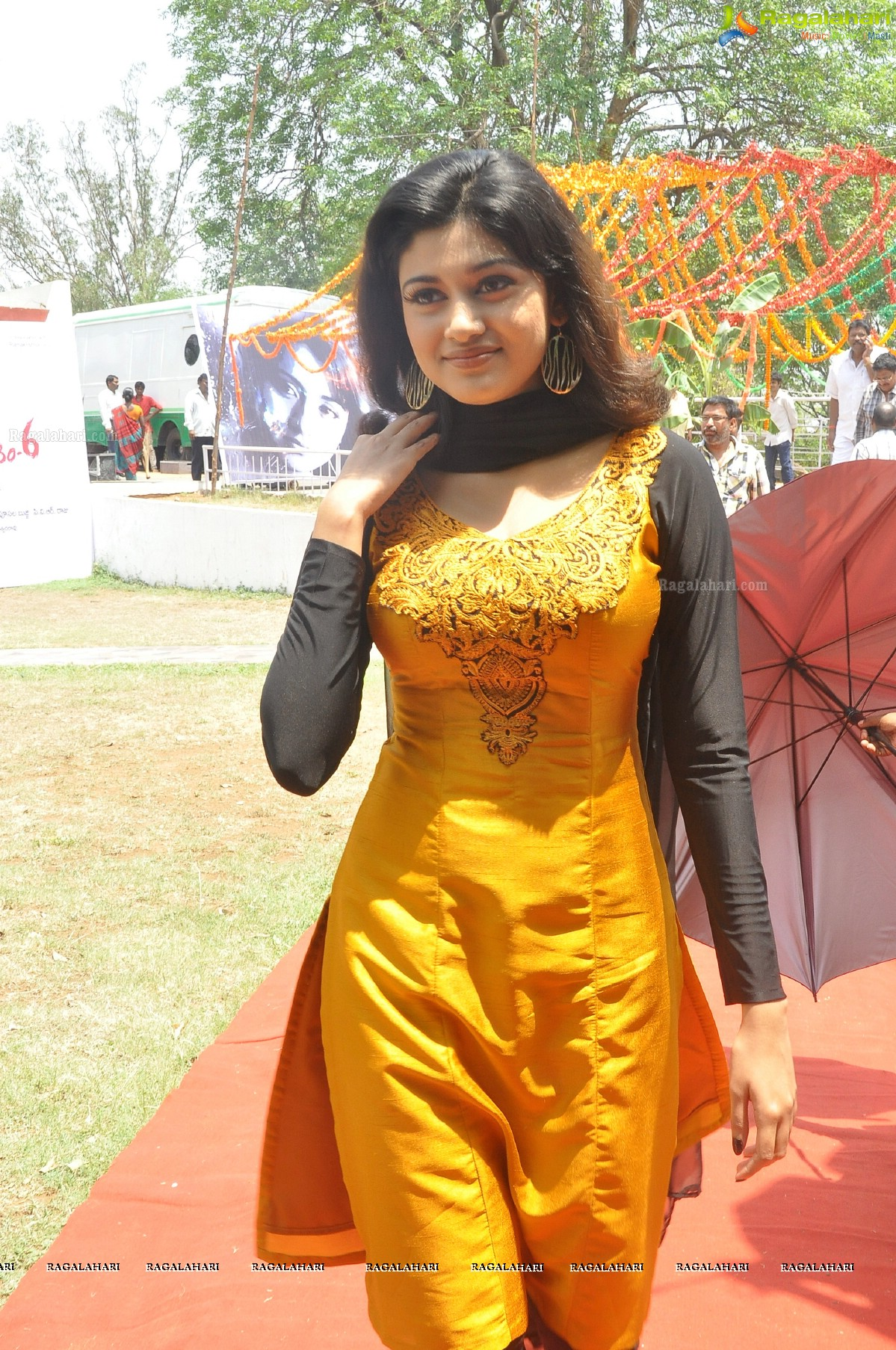 Watch Oviya Helen video