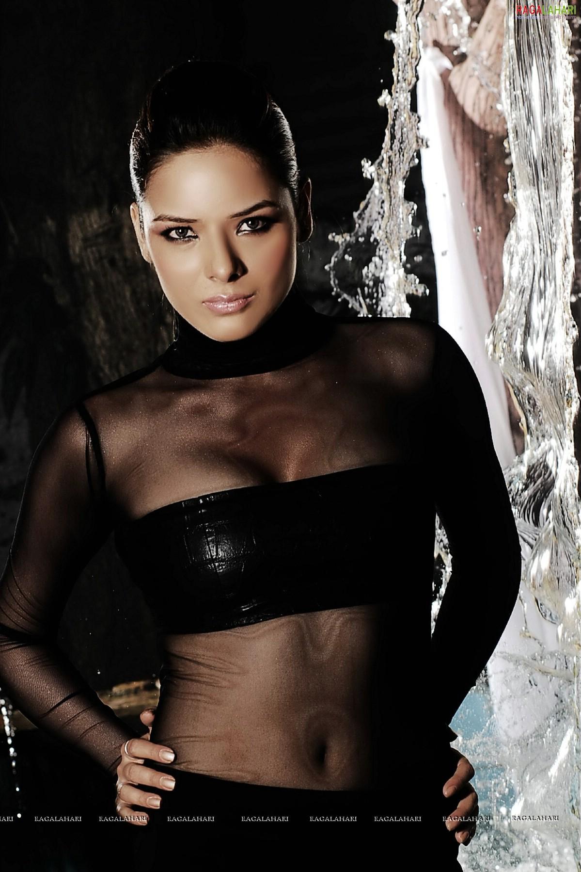 Annie Ilonzeh born August 23, 1983 (age 35),Kendra Lust Sex fotos 16. Jennifer Lopez,Navina Bole 2011