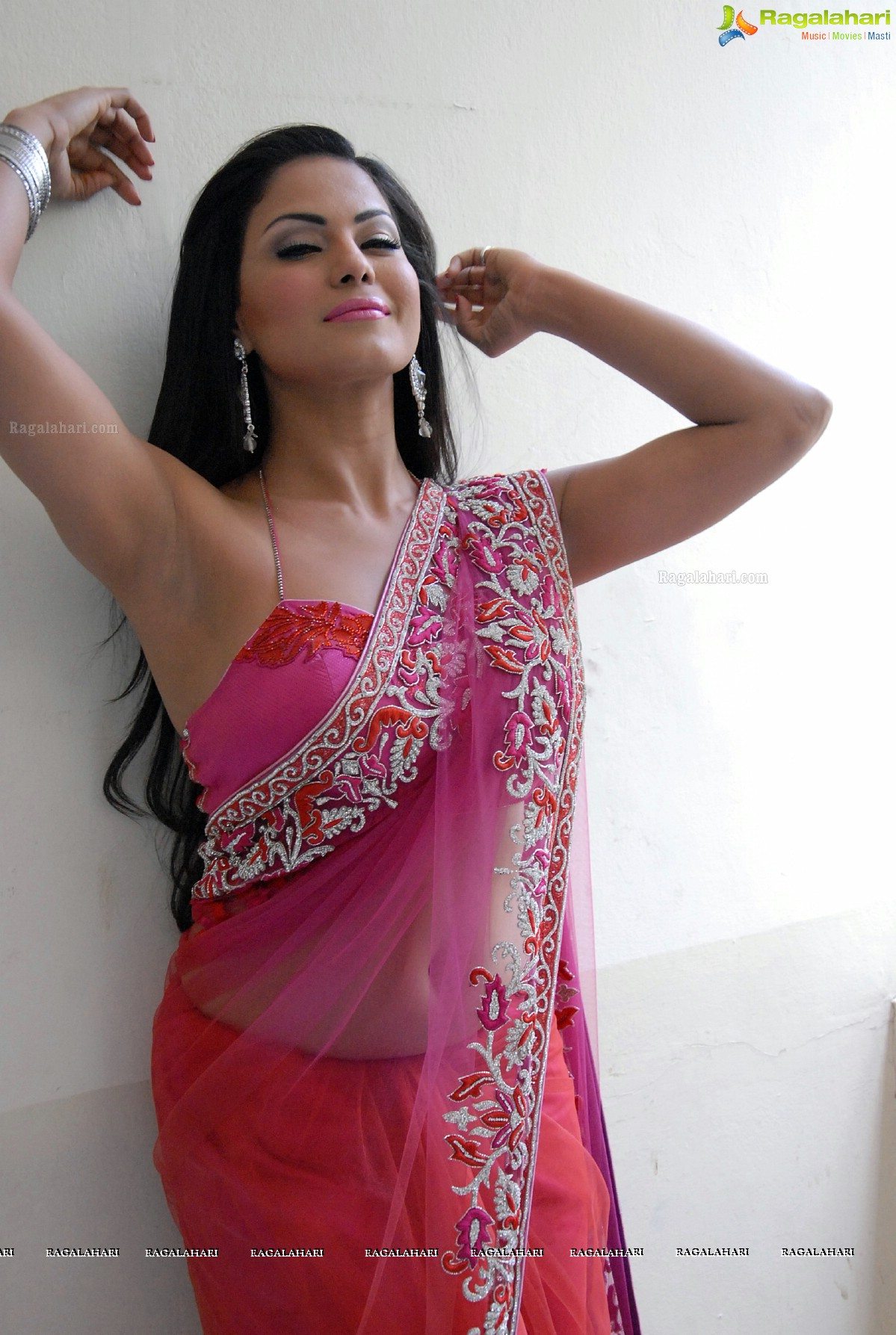 Veena Maliks Leaked Cell Phone Pictures
