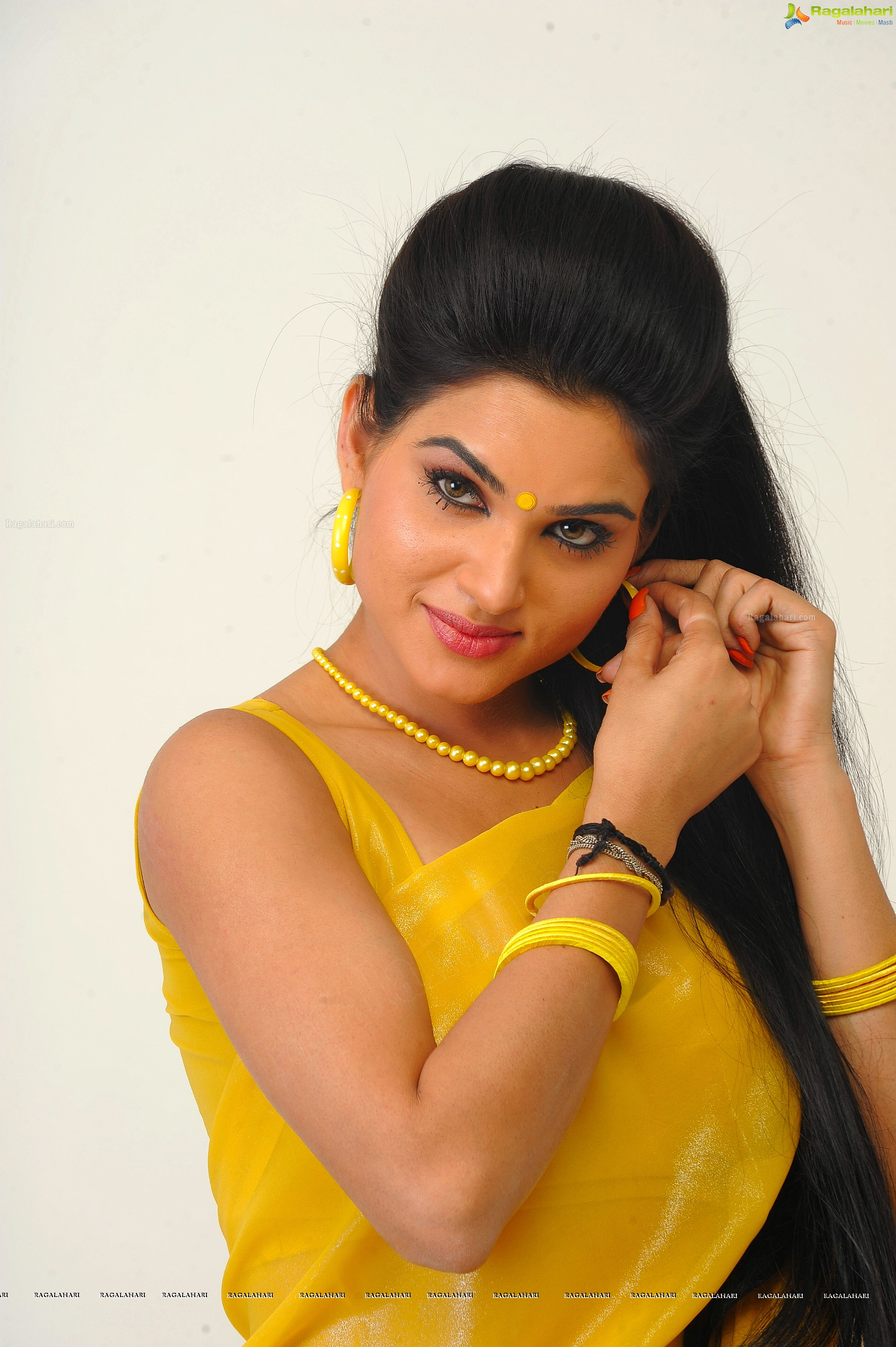 Kavya Singh Hd Image 23 Beautiful Tollywood Actress Imagesstills Heroines Hot Actress Photos