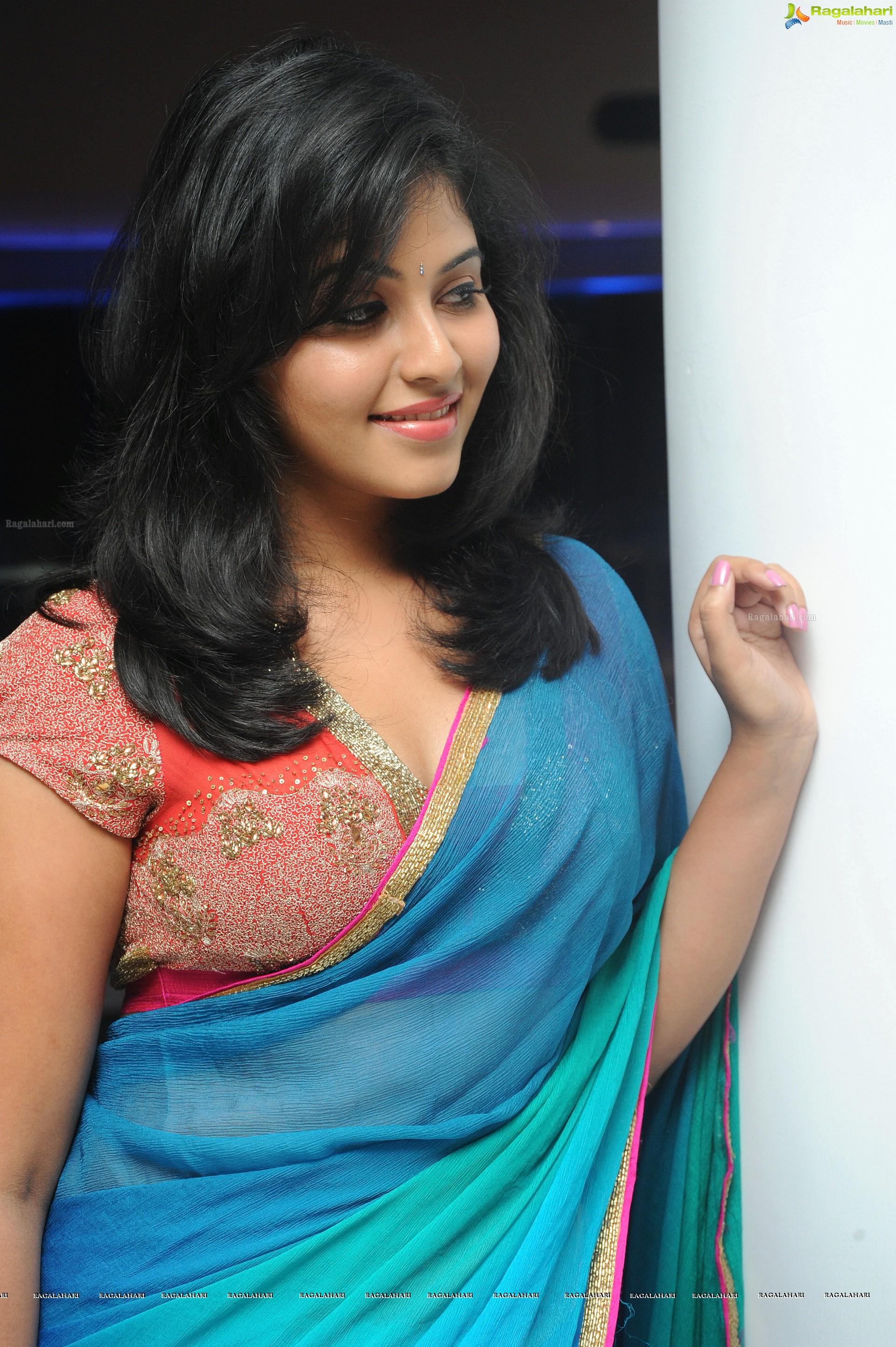 exclusive photos: beautiful tamil actress anjali in saree