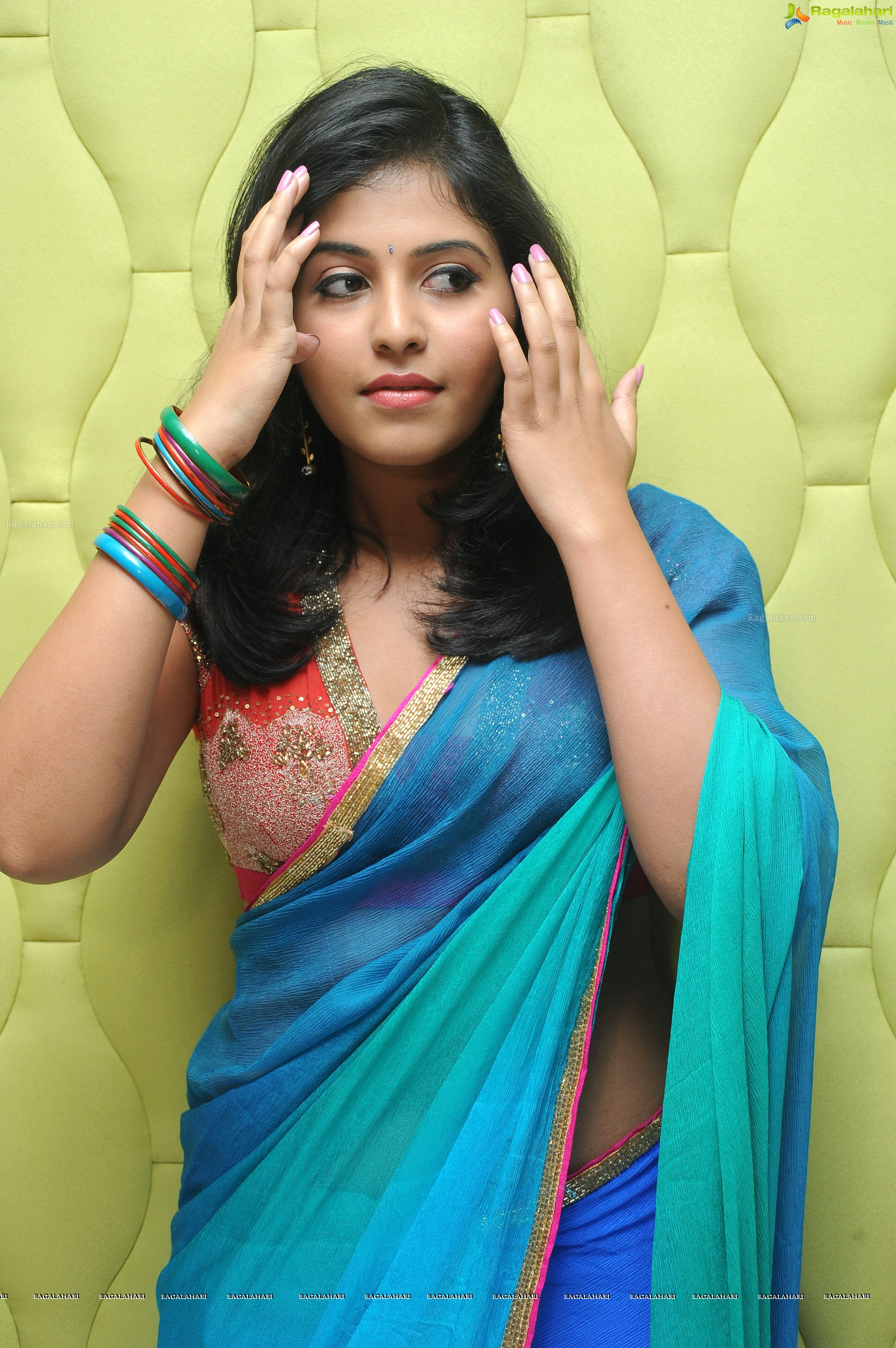 saree Actress anjali