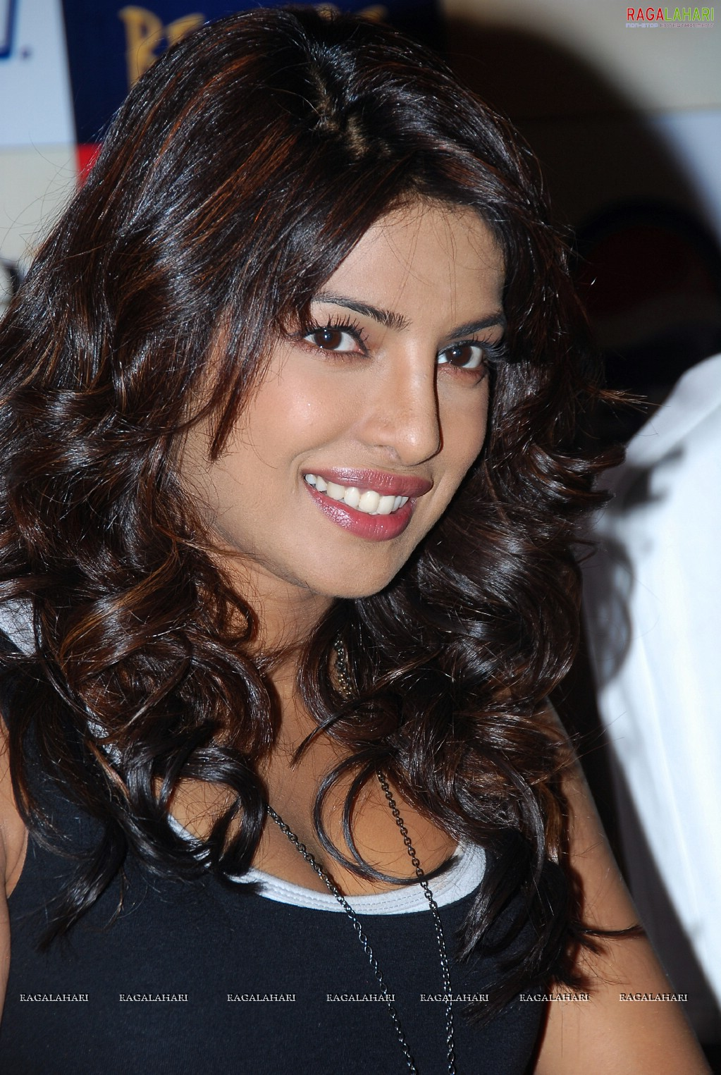 Ram Charan Priyanka Chopra To Shoot For Zanjeer Promotional Song