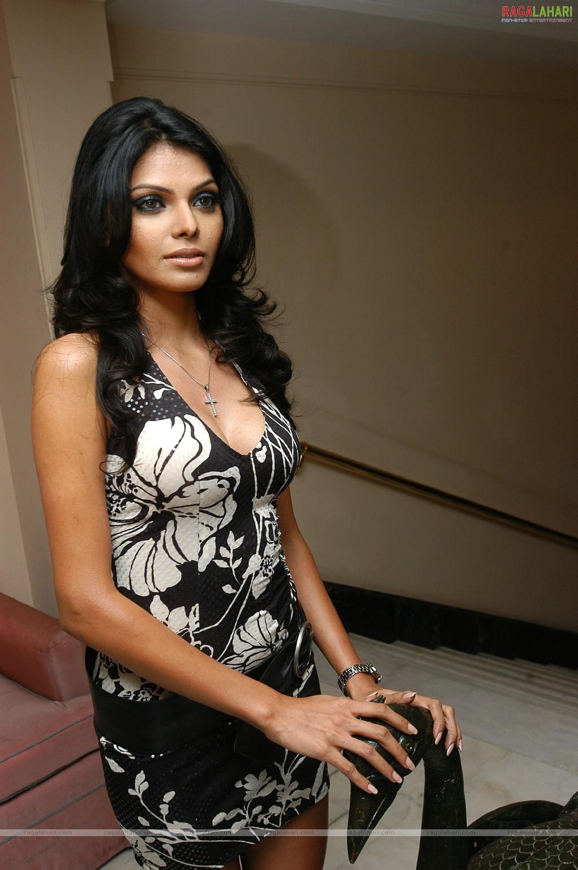 images Sherlyn Chopra (Mona Chopra)
